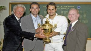 Roger Federer wins his 15th Grand Slam title, beating Andy Roddick in the 2009 Wimbledon final in five sets.