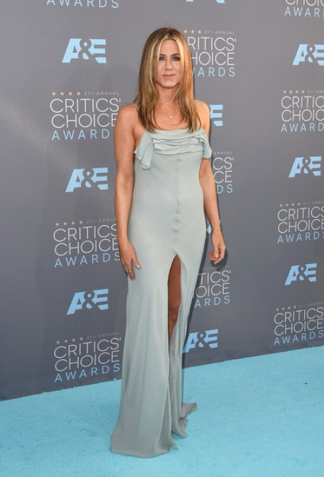 jennifer aniston and her slit gown